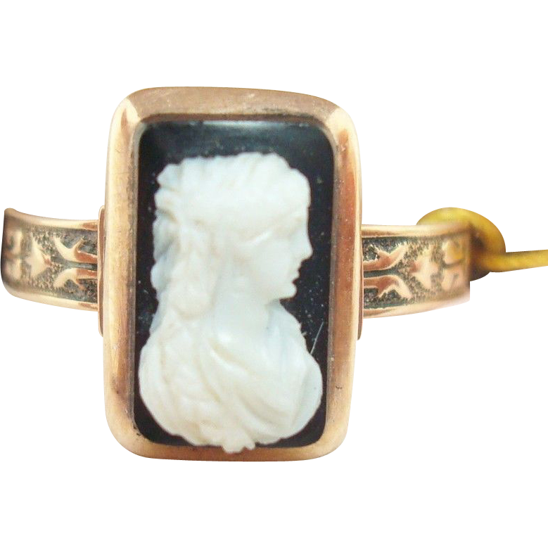 Victorian 10 Karat Rose Gold Ring with Genuine Natural Stone Cameo