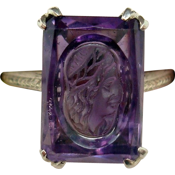 18 Karat Gold Genuine Natural Amethyst Ring with Carved Woman's Face