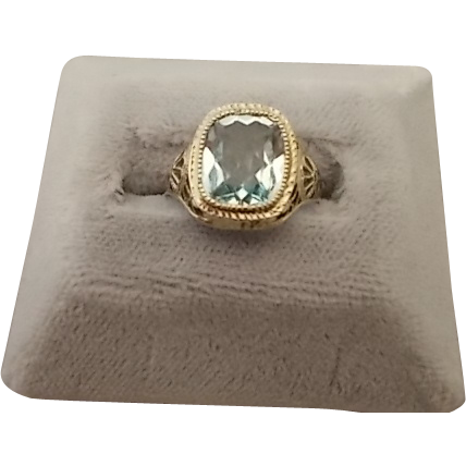 Exquisite 10 Karat Filigree Ring w/ 2.22ct Aqua