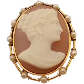Beautiful 14 Karat Hard Stone Cameo Pin with Pearls