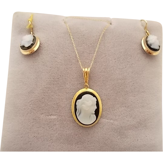 14 Karat Agate Cameo Pendant and Earrings Set