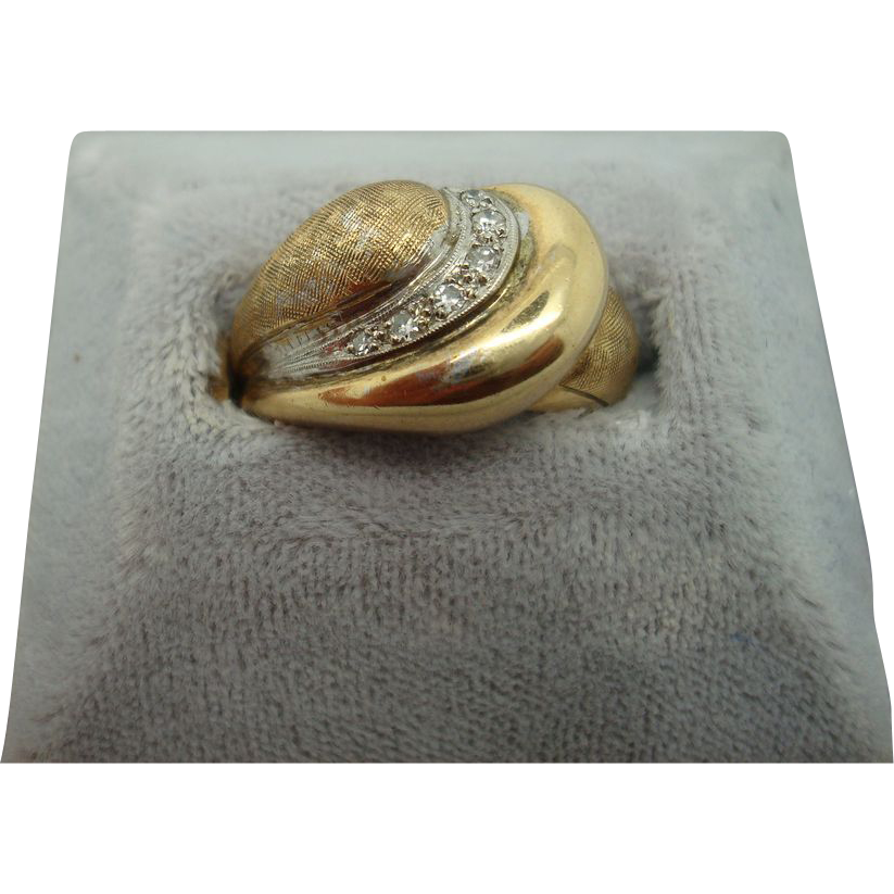 14 karat Yellow Gold Ring with 6 Small Diamonds