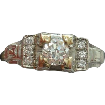 14 karat .28ct Diamond Ring with 6 Small Diamonds