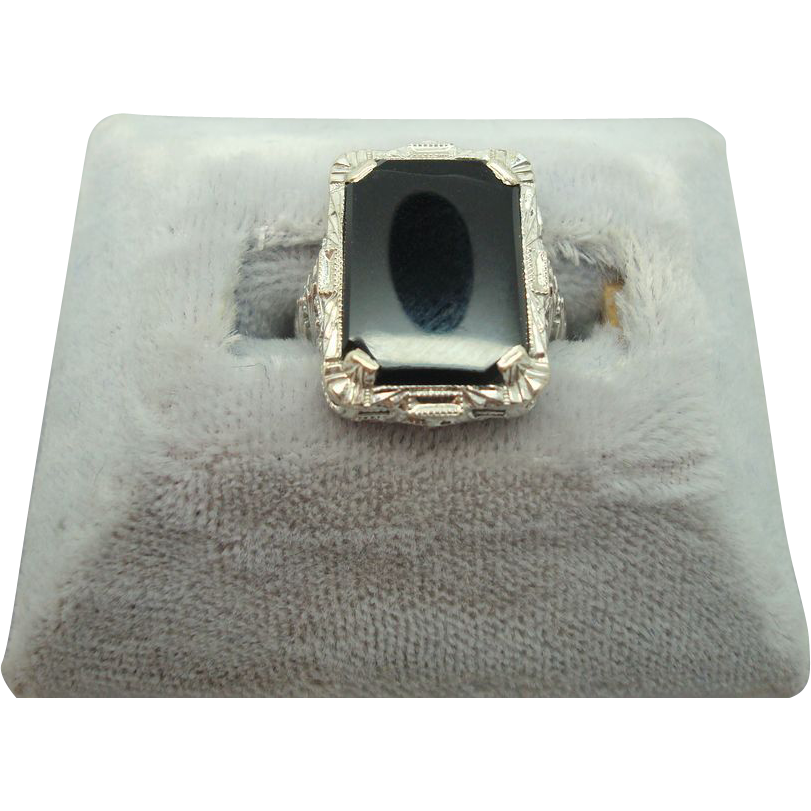 10 karat Rectangular cut Onyx Ring