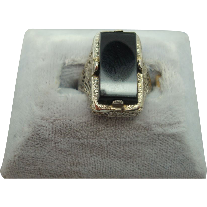 14 karat Rectangular Onyx Filigree Ring