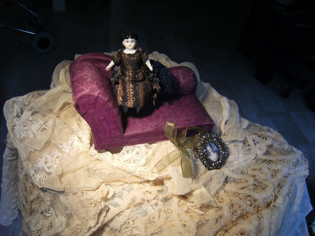 Little Violette Sofa for your little Mignonette Doll..