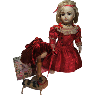 Antique dress and hat for a 34cm or 13,4 inch doll.