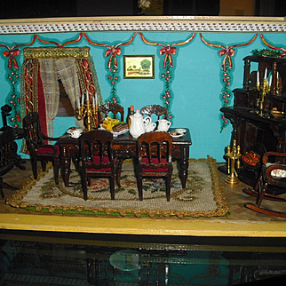 Beautiful antique Dolls house, with hand painted wallpaper very rare, very beautiful...