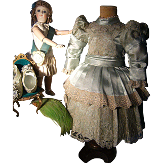 What?! This is a gorgeous French dress from Paris for your antique doll!~~