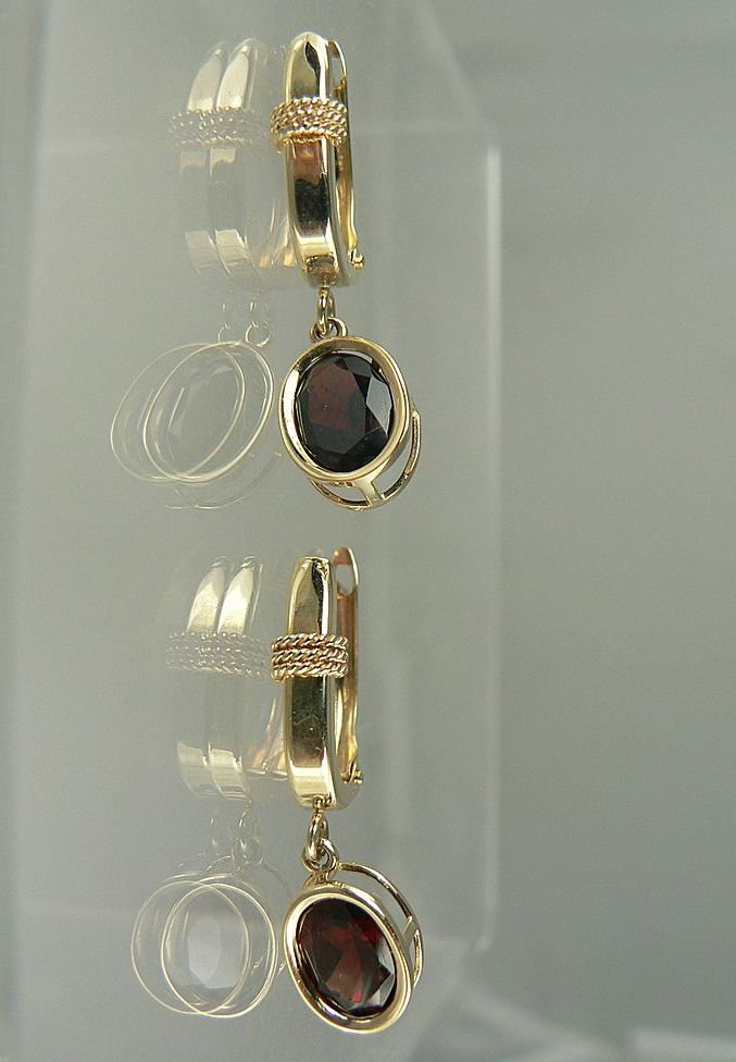14kt Garnet Dangle Earrings