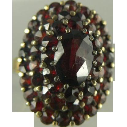 Victorian Revival Garnet & 14kt gold Ring - circa 1940