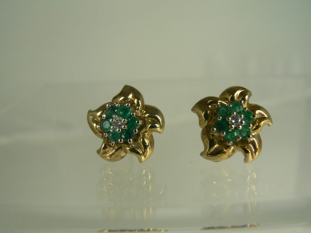 14kt Emerald Flower Earrings