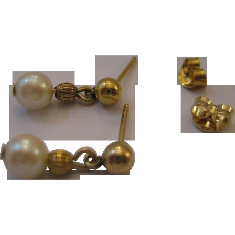 sweet estate dangle pearl earrings 14kt from duchessdigs2