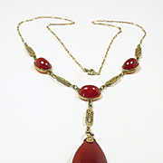 Alluring Art Deco Flapper Drop Necklace in Gold and Carnelian c. 1920