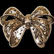 Beautiful  Estate 18K White Gold & Diamond Bow Brooch