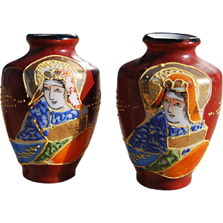HTF Pair 1940s-50s Miniature Taiko Satsuma Moriage Vases 2 Inches Tall Perfect Size for Doll or Doll House