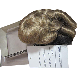 """Wig with curls, Honey color, never used, 6"""""""