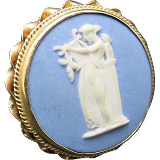 Wedgwood ring Blue Muse with Lyre 14 Karat GOLD