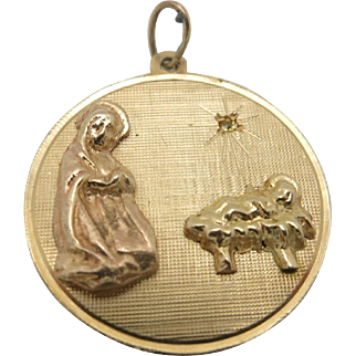 Religious medal Nativity 14 karat yellow gold diamond