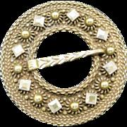 Solje pin Gold tone metal Circle shape Very simple Scandinavian