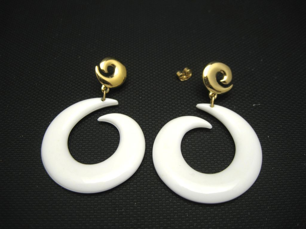 White Plastic Earrings Large Pierced LISNER Dangle from ...