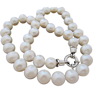 Gorgeous Vintage Chunky 10mm Pearl Necklace 19 Inch