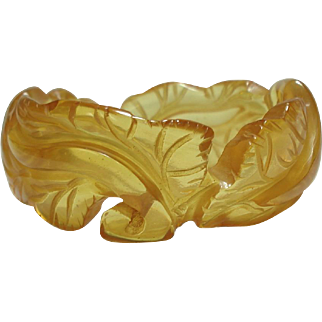 Fine Example of Deeply Carved Leaf Motif Apple Juice Prystal Bakelite Bangle Bracelet