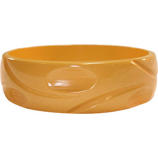 Thumbprint Slash Carved Dark Cream Corn Bakelite Bangle Bracelet