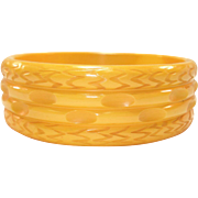 Vintage Ribbed & Carved Creamed Corn Bakelite Bangle Bracelet