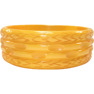 Vintage Ribbed & Carved Creamed Corn Bakelite Bangle Bracelet