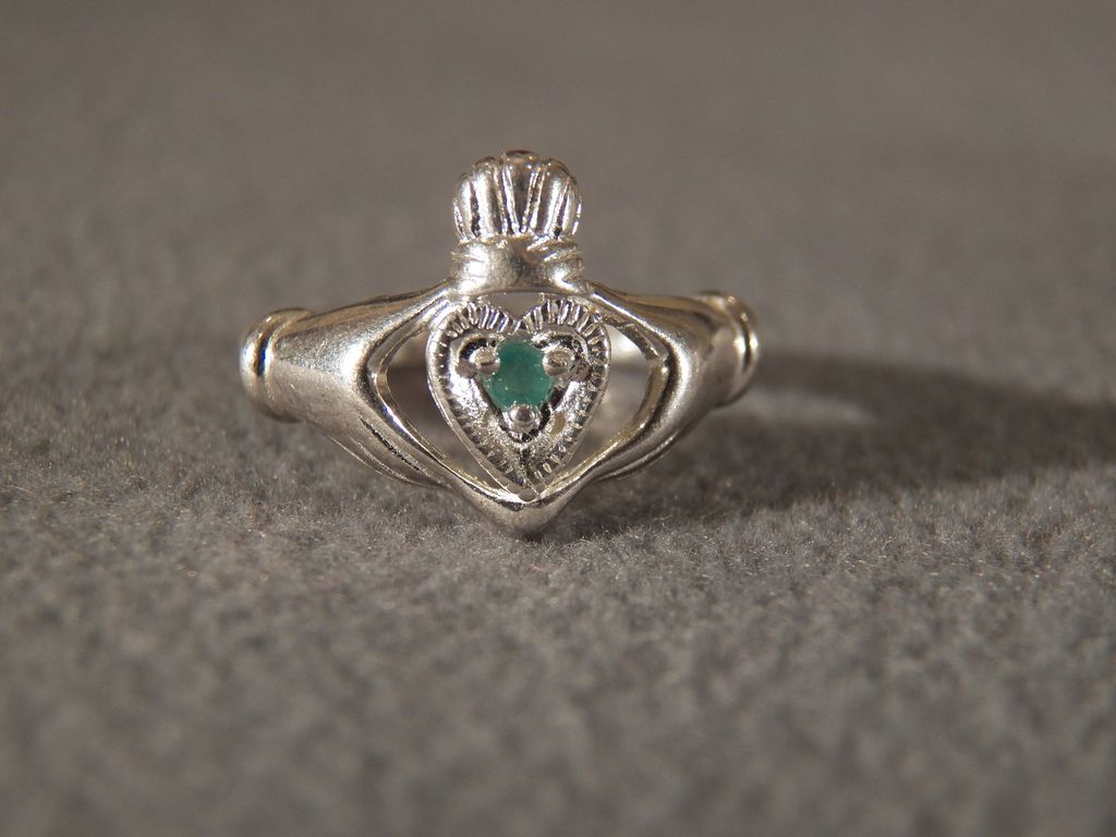 sterling silver claddagh ring with emerald accent