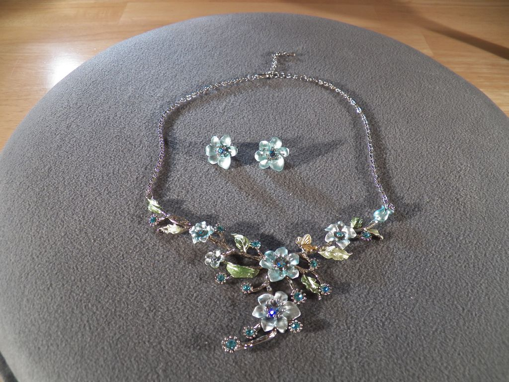 Vintage Silver Tone Most Enchanting Floral Motif Necklace ...