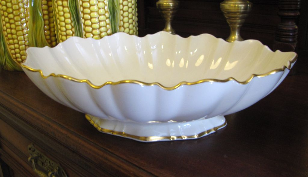 Lovely lenox gold scalloped footed symphony centerpiece