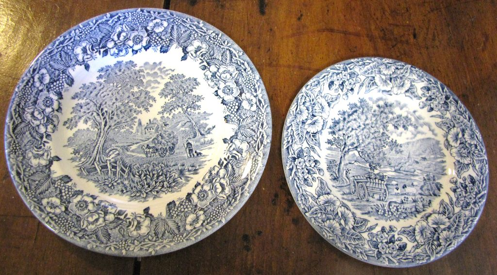 Two Kingswood Blue Plates, 7\