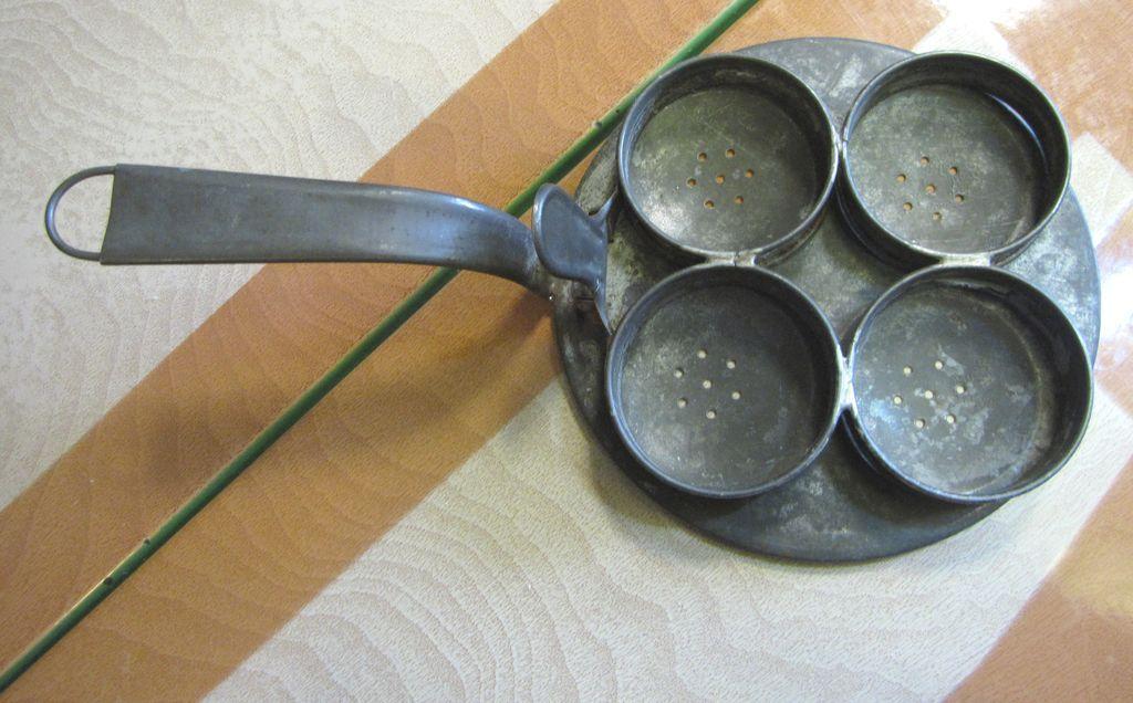 Antique tin four egg poacher neat old kitchen tool sold for Decor 4 egg poacher