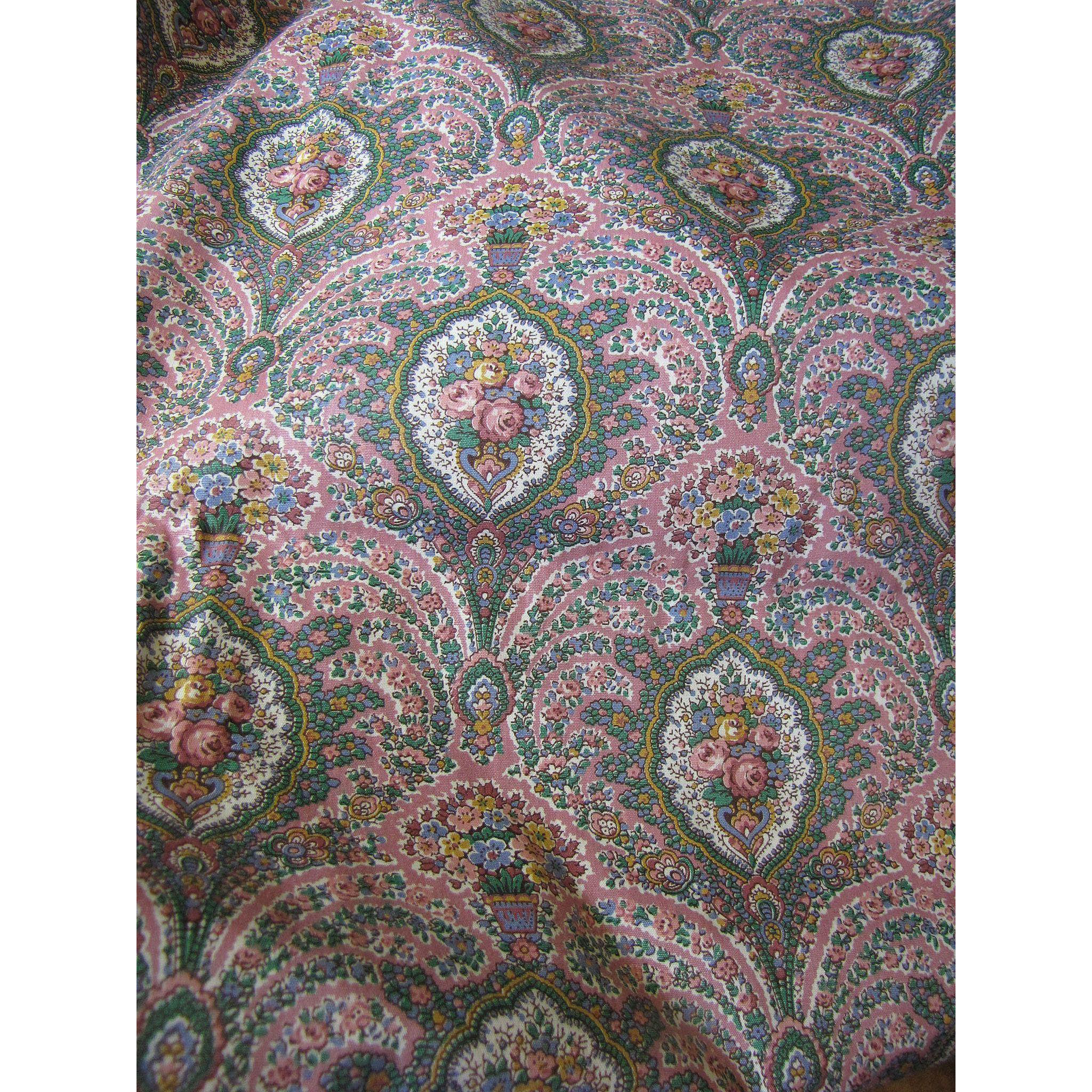Delightful 4 Yd Remnant Of Traditional Glazed Cotton