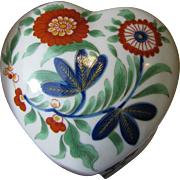 Smithsonian Kakiemon Design Heart Shaped Porcelain Trinket Box