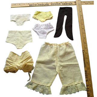 Miscellaneous lot of 1950s underwear and petticoats
