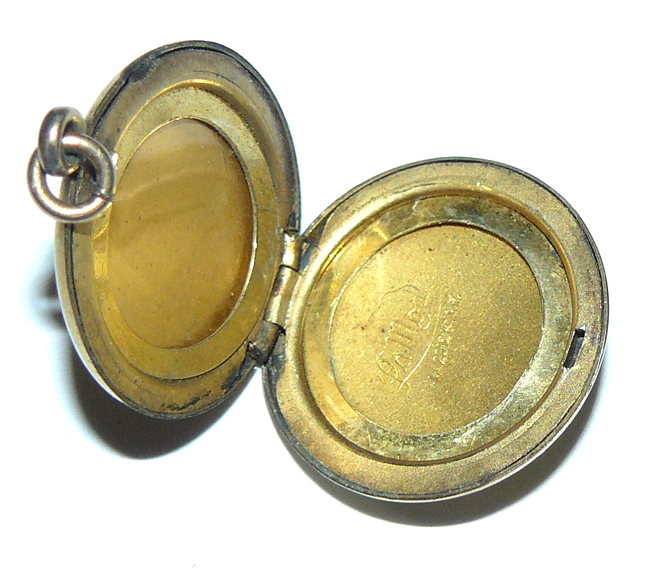 Vintage La Mode Picture Locket SOLD on Ruby Lane