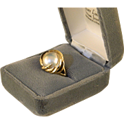 Vintage Mabe Pearl and 14 K Yellow Gold Ring