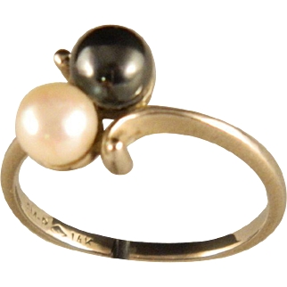 14 K White Gold Cultured Pearl Ring Black and White.