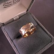 Vintage 14 K Yellow Gold Engraved Design Ring