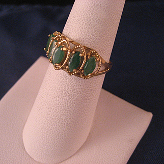 Vintage 10 K Yellow Gold and Faceted Chrysoprase Ring