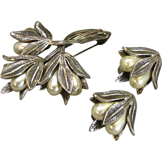 Tortolani Silvertone Lily Motif Brooch and Earring Set