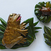 SPECIAL SALE: Bakelite & Wood Frogs & Turtle - Pin/Clip Set - Carved - Vintage - Collectibles