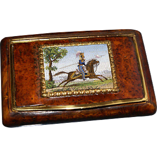 Snuff box set with a micromosaic of a lancer on horseback
