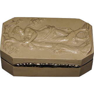 Very fine carved lava stone snuff box