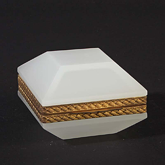 French opaline glass box square Vintage 1920ies. Color: white & gold.