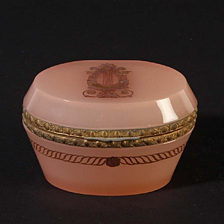 French opaline glass box oval Vintage 1920ies. Color: pink & gold.