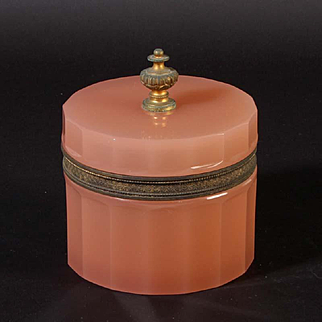 French opaline glass box round Vintage 1920ies. Color: pink & gold.